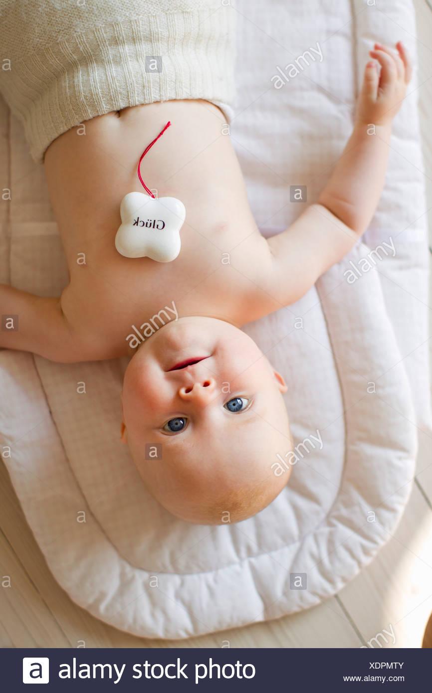 Niña con encanto afortunado Imagen De Stock