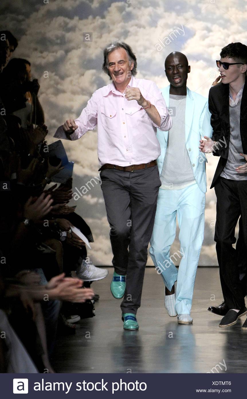 Paul Smith Paris listo para vestir Primavera Verano en Catwalk con modelos  tras su espectáculo Imagen 9351d028c47