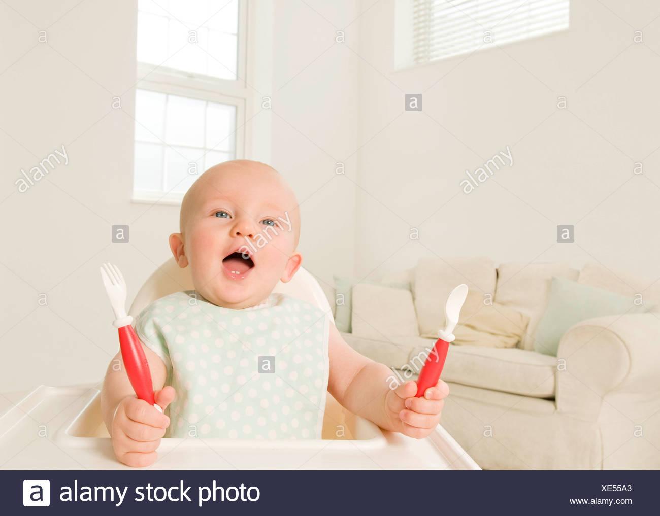 Un retrato de un bebé pidiendo comida. Foto de stock