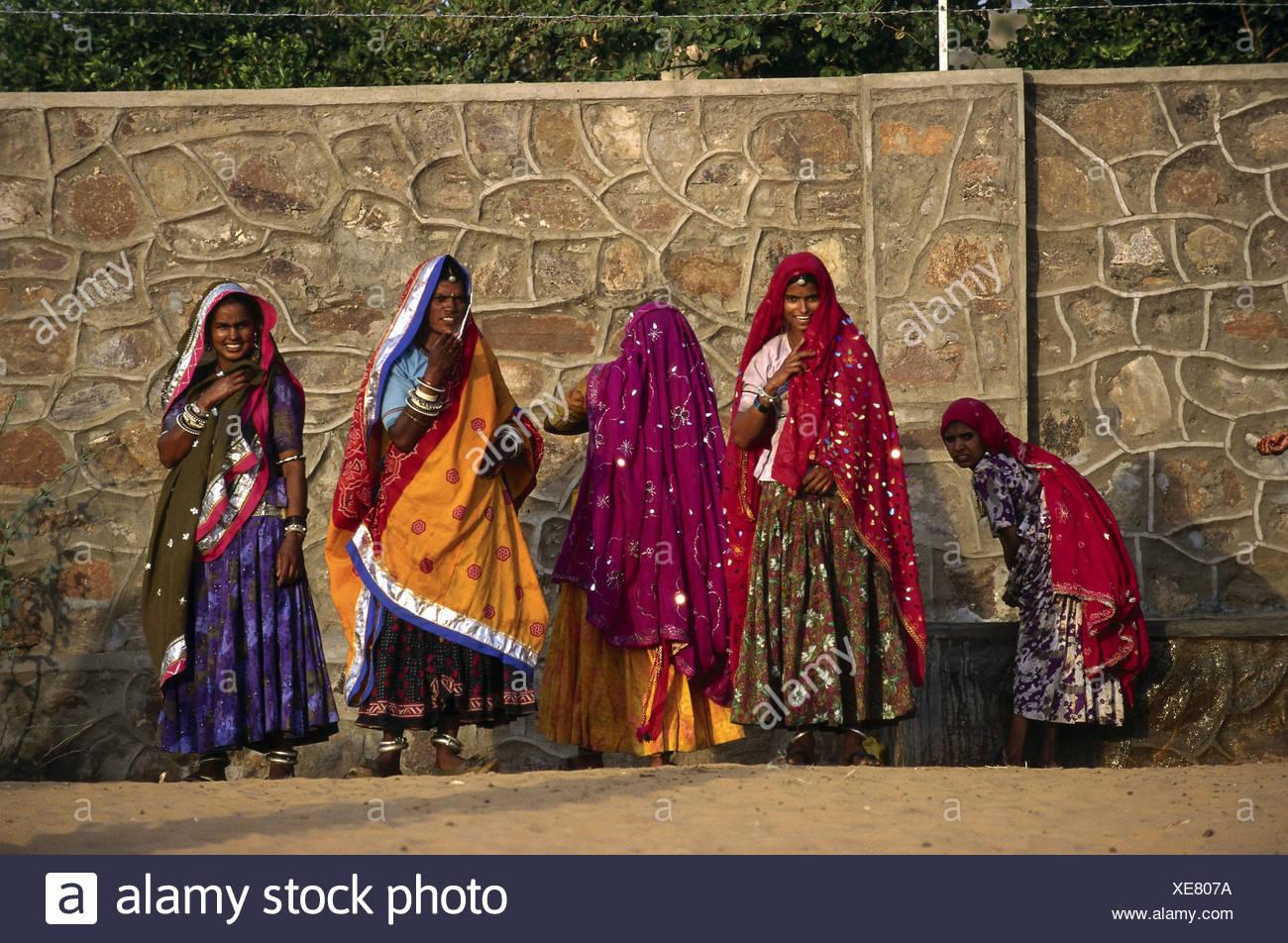 Algunas personas, mujeres, India, mujeres, lavarse, Pushkar, Rajastán, Asia, mujer, higiene personal, Sari, indio, etnología, eth Imagen De Stock
