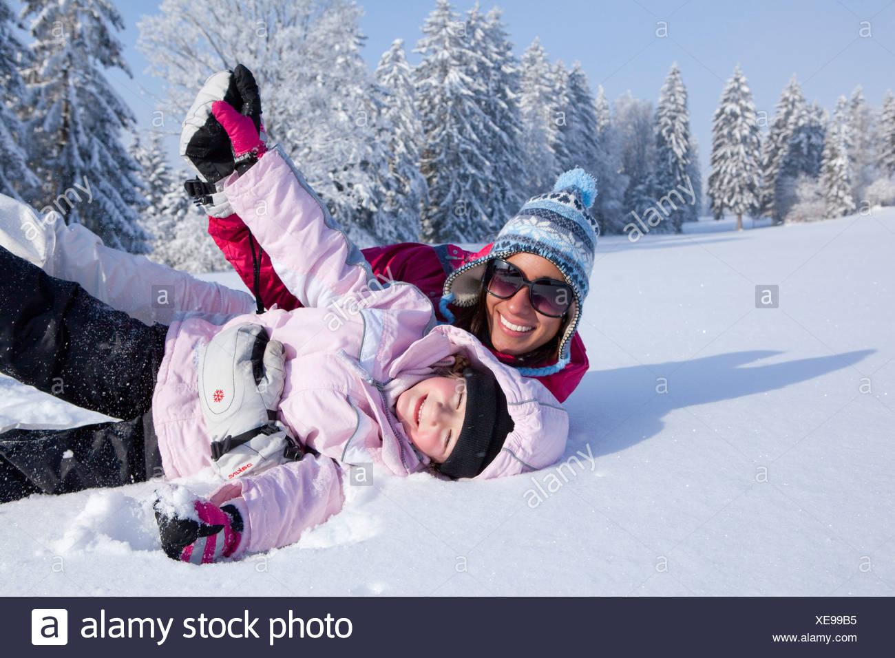 La familia, los deportes de invierno, Jura, invierno, cantón, JU, Jura, familia, niños, niños, Suiza, Europa, madre, diversión Saignelegier Imagen De Stock