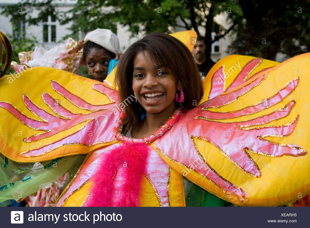 Mujer joven, Amasonia group, el Carnaval de las Culturas 2009, Berlín, Alemania, Europa Imagen De Stock