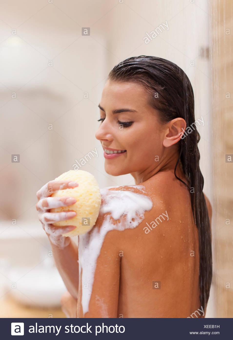 Puro placer de tomar una ducha. Debica, Polonia Imagen De Stock