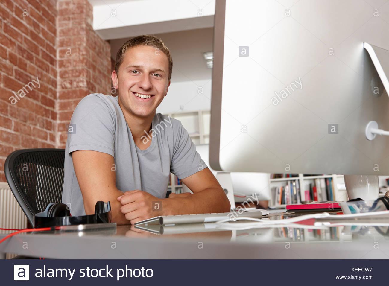 Retrato de hombre joven en la recepción Imagen De Stock