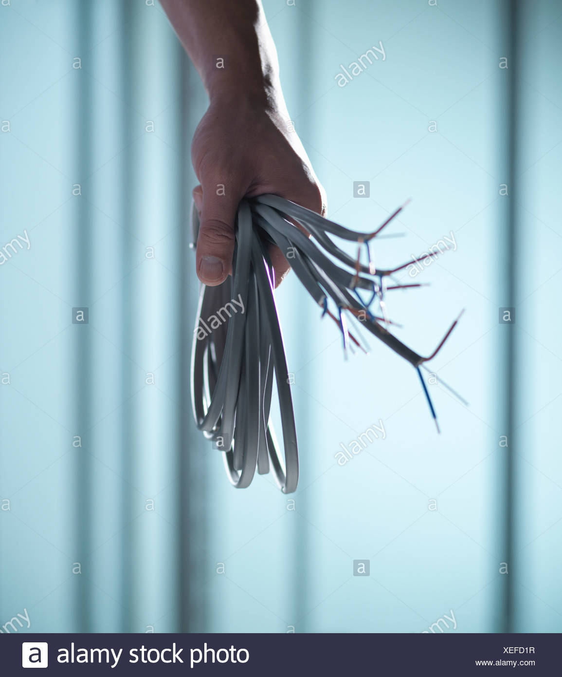 Cerca de la mano que sujeta las cuerdas Imagen De Stock