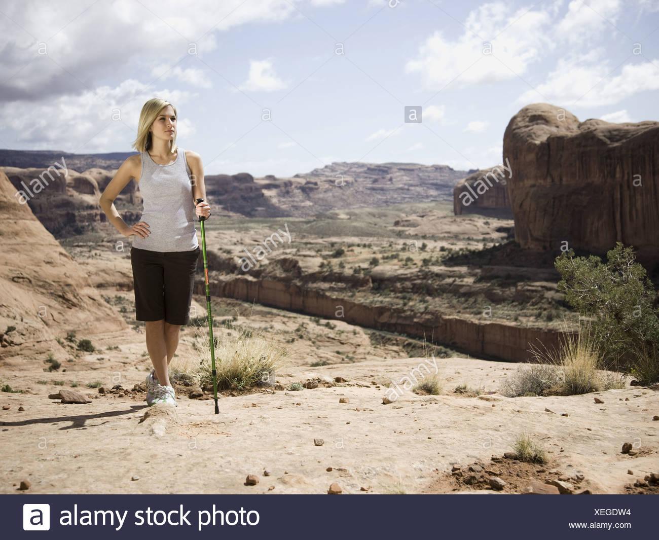 Mujer en el desierto Imagen De Stock