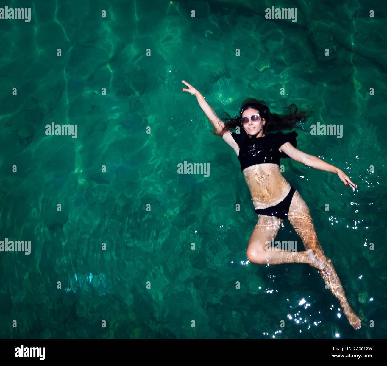 Vue aérienne d'une femme étoile dans la mer Banque D'Images