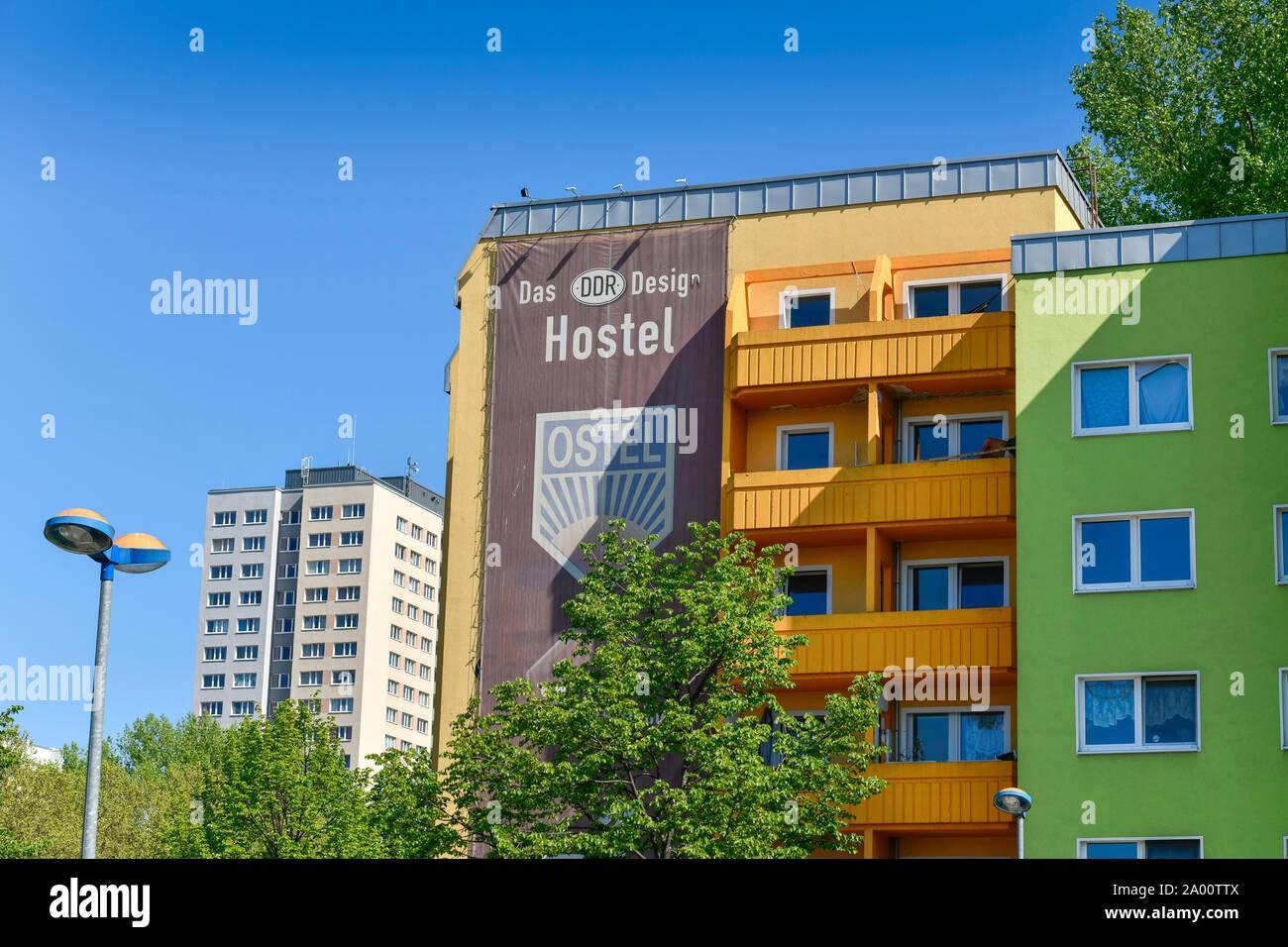 Hostel Ostel, Strasse der Pariser Kommune, Friedrichshain, Berlin, Deutschland Banque D'Images