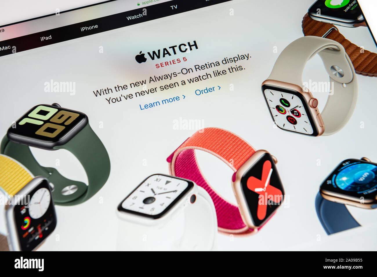 Kiev, Ukraine - le 19 septembre 2019: un gros plan du site apple.com avec une annonce à propos de Apple Inc. publié officiellement l'Apple Watch Ser Banque D'Images