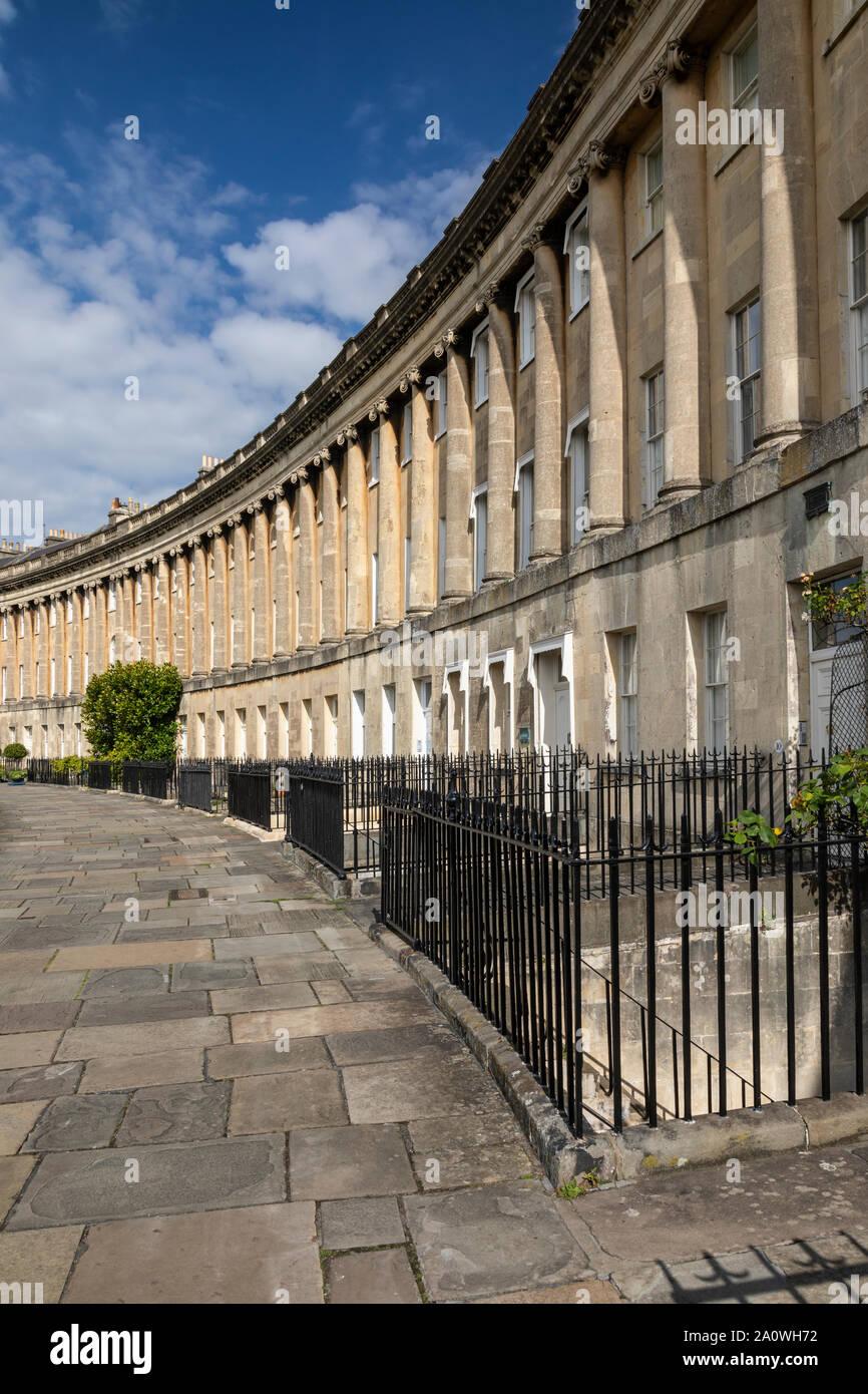Architecture géorgienne du XVIIIe siècle du Royal Crescent, ville de Bath, Somerset, Angleterre, Royaume-Uni. Un site classé au patrimoine mondial de l'UNESCO. Banque D'Images