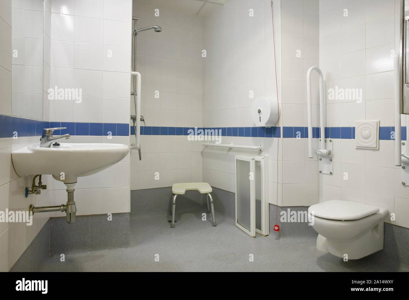 Lavabo Personne Mobilité Réduite disabled handicap room bathroom photos & disabled handicap