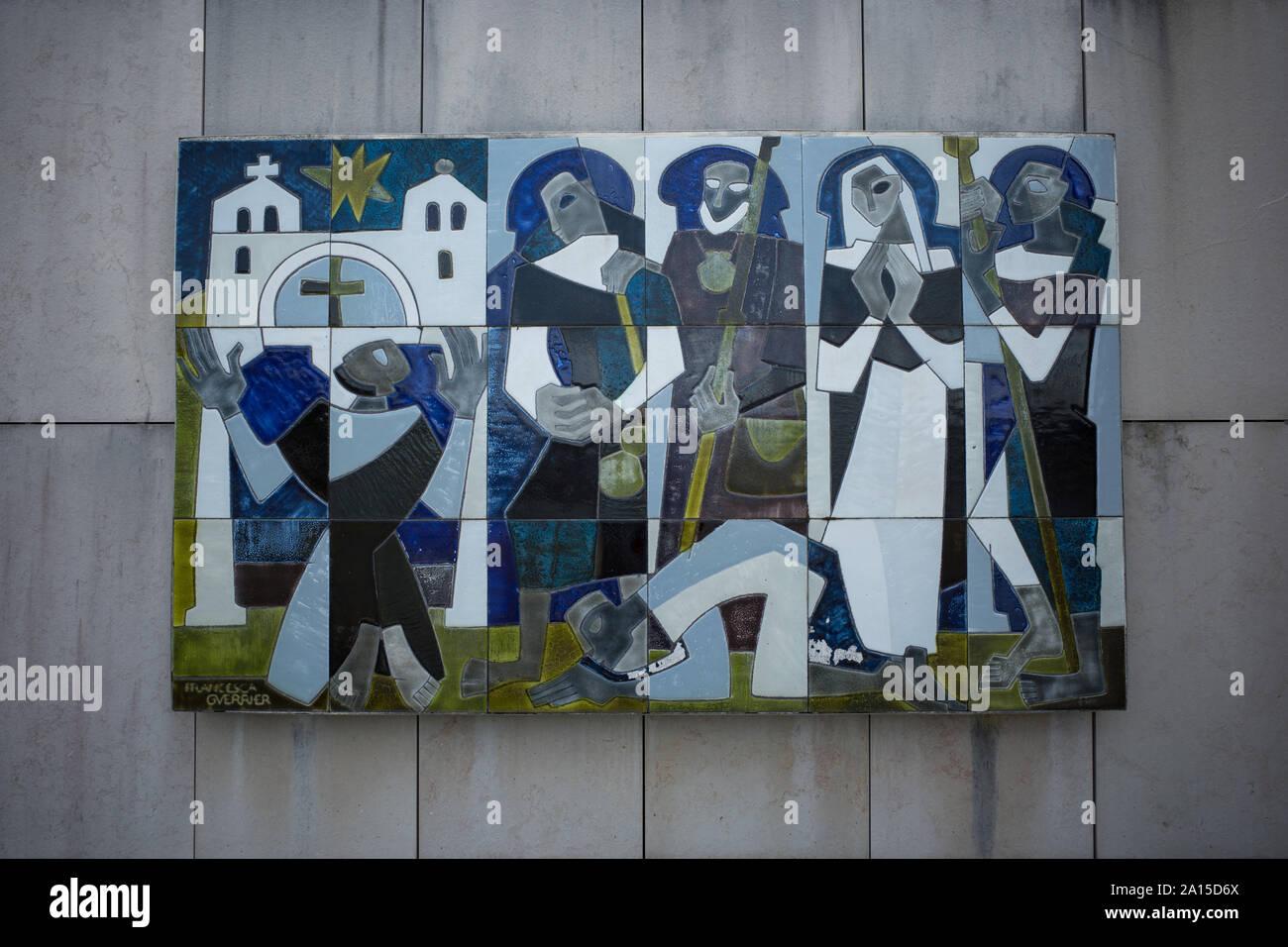 Travaux en Céramique PAR FRANCESCA GUERRIER (1927-1961) - Chemin des pèlerins à HASTINGUES AQUITAINE FRANCE À SAINT JACQUES DE COMPOSTELLE - ARTISTE FRANÇAIS - FRENCH ART - ART RELIGIEUX © Frédéric Beaumont Banque D'Images