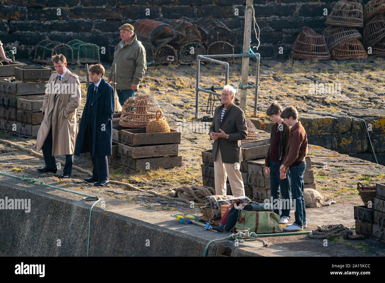 22 septembre 2019. Keiss Harbour, Highlands, Scotland, UK. C'est une scène du tournage de la Couronne concernant le meurtre de Lord Mountbatten en Irlande. Banque D'Images
