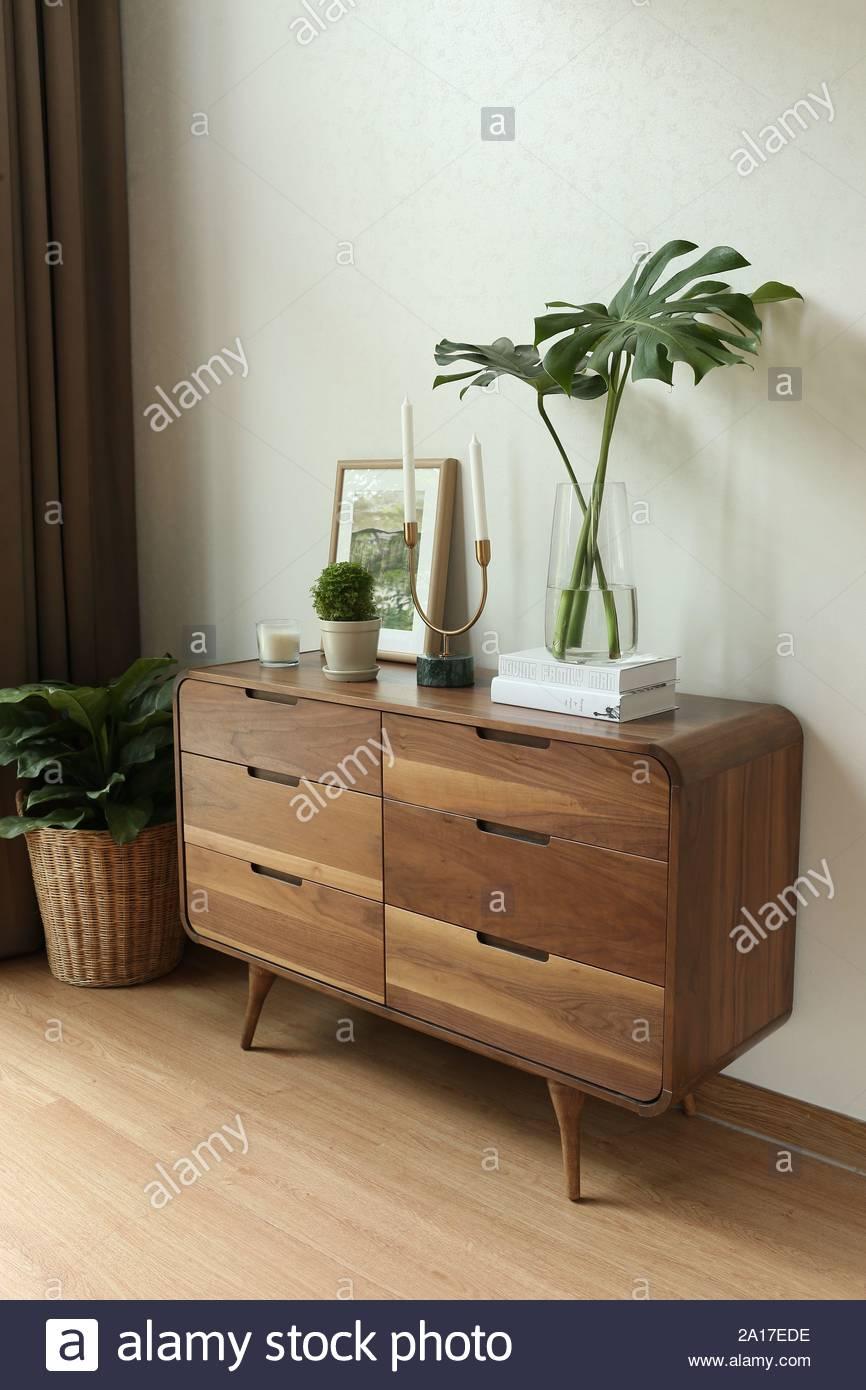 Plat Buffet Buffet ou armoire meubles avec tiroirs dans un ...