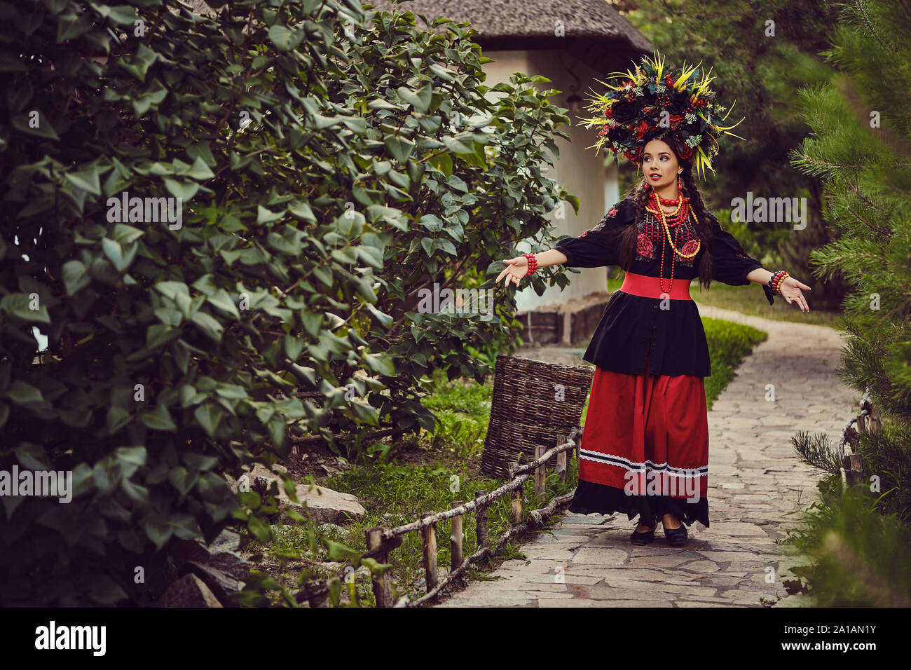 Vyshyvanka Homme Noir Rouge ukrainien broderie chemise lin