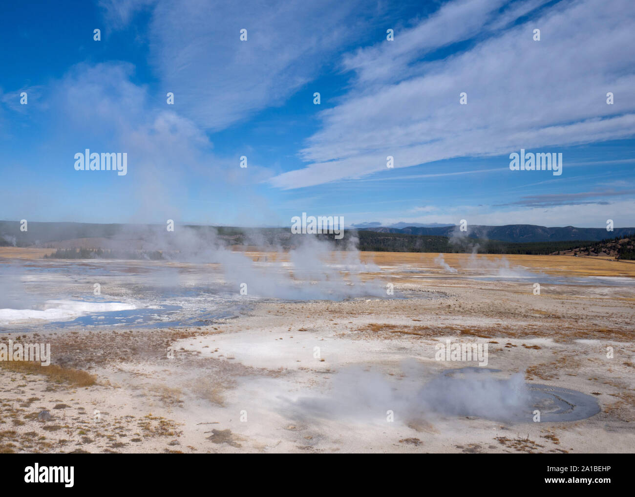 Hot springs de vapeur, Midway Geyser Basin, Parc National de Yellowstone, Wyoming, USA Banque D'Images