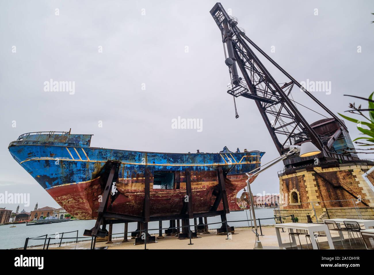 Biennale de Venise, 2019, puissiez-vous vivre en des temps intéressants; Christoph Büchel, 'Barca Nostra 2018-2019', '2250 x 710 x 860', 'chiffsrack 18. Avril 2015 Banque D'Images