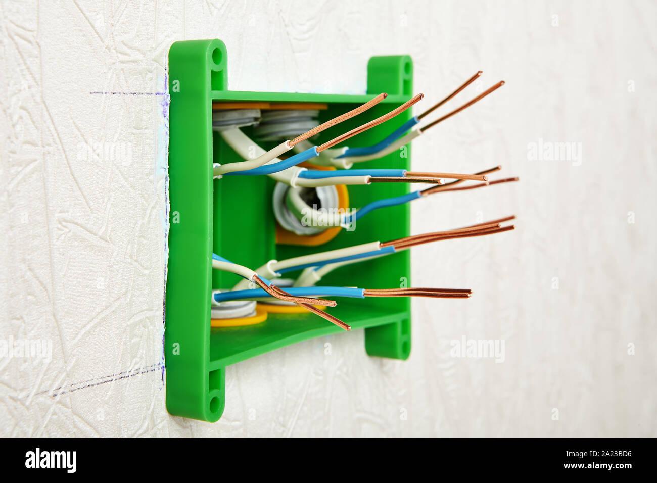 Boite Cache Prise Electrique installation murale d'une boîte de jonction électrique en