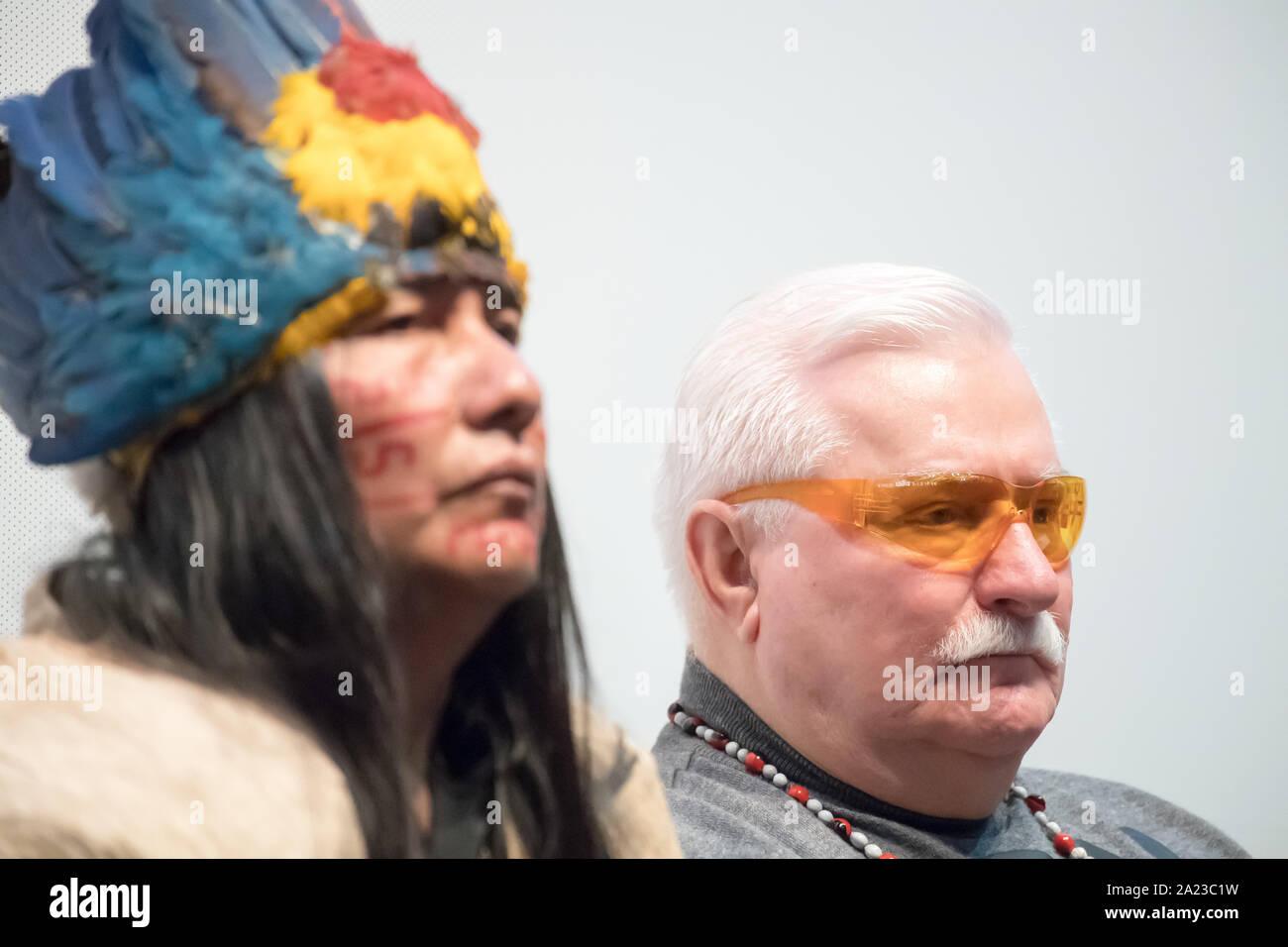 Manari Ushigua, le chef de la nation, Sápara et Lech Walesa à Gdansk, Pologne. 29 septembre 2019 © Wojciech Strozyk / Alamy Stock Photo Banque D'Images