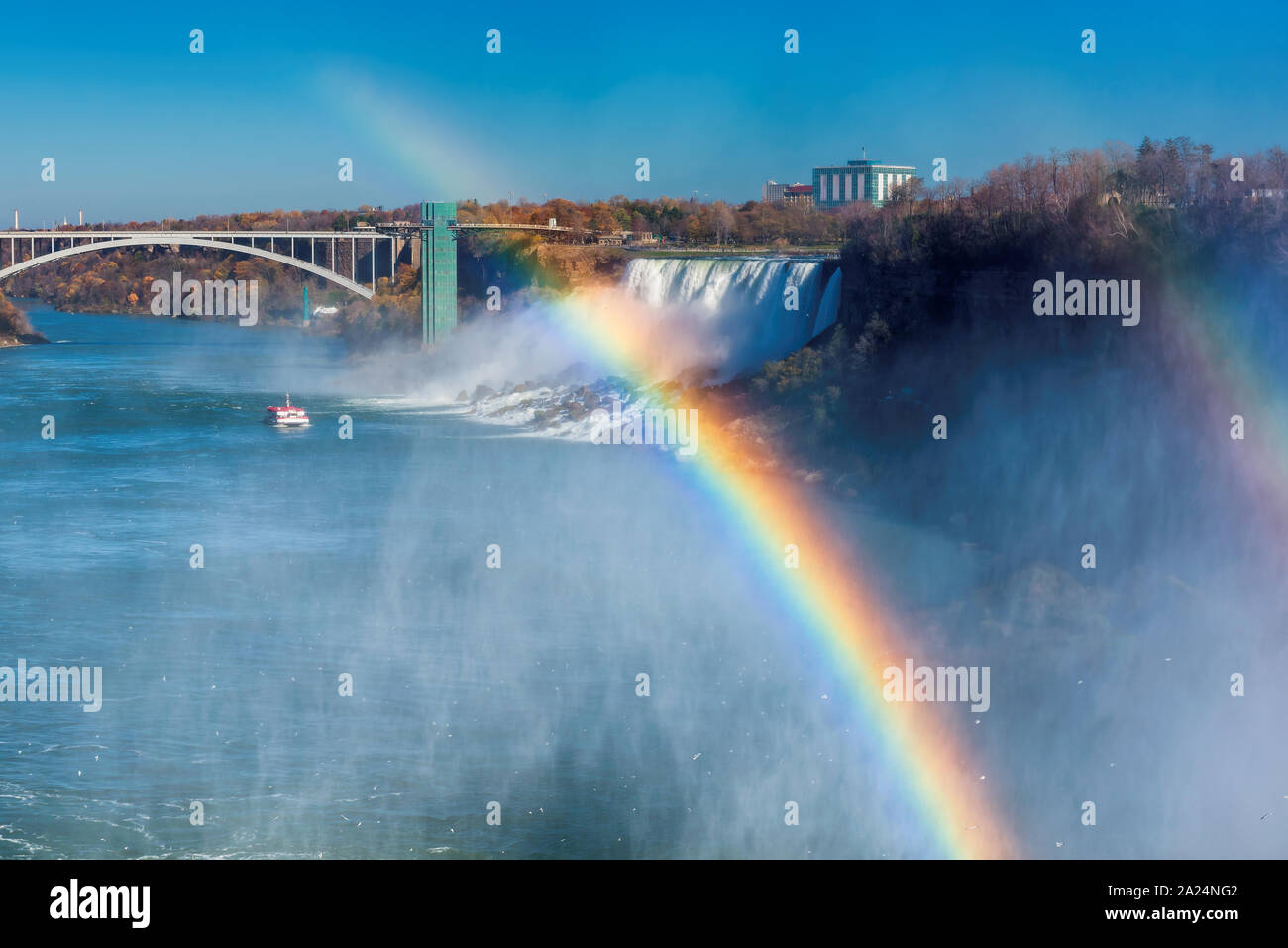 Rainbow dans Niagara Falls Banque D'Images