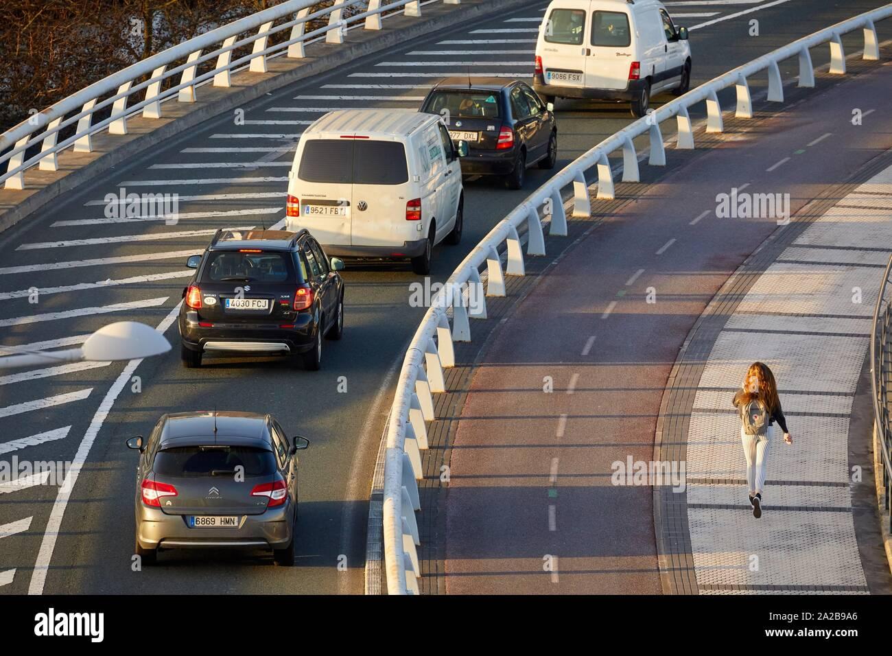 Route, piste cyclable et pédestre de trottoir, Paseo Ribera de Loiola, Donostia, San Sebastian, Gipuzkoa, Pays Basque, Espagne, Europe Banque D'Images