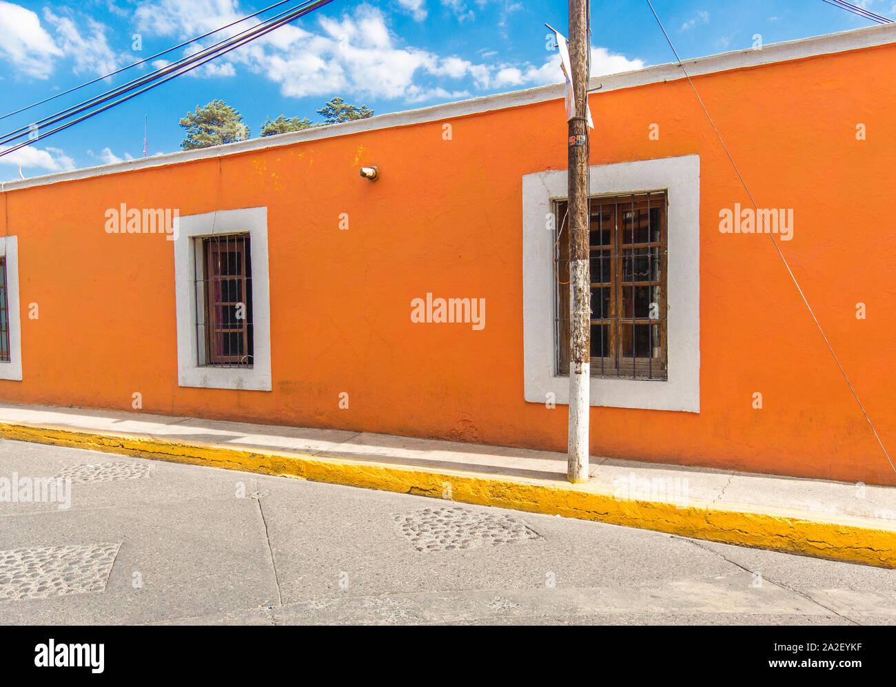 Tepotzotlan rues et bâtiments colorés près du Central Plaza Banque D'Images