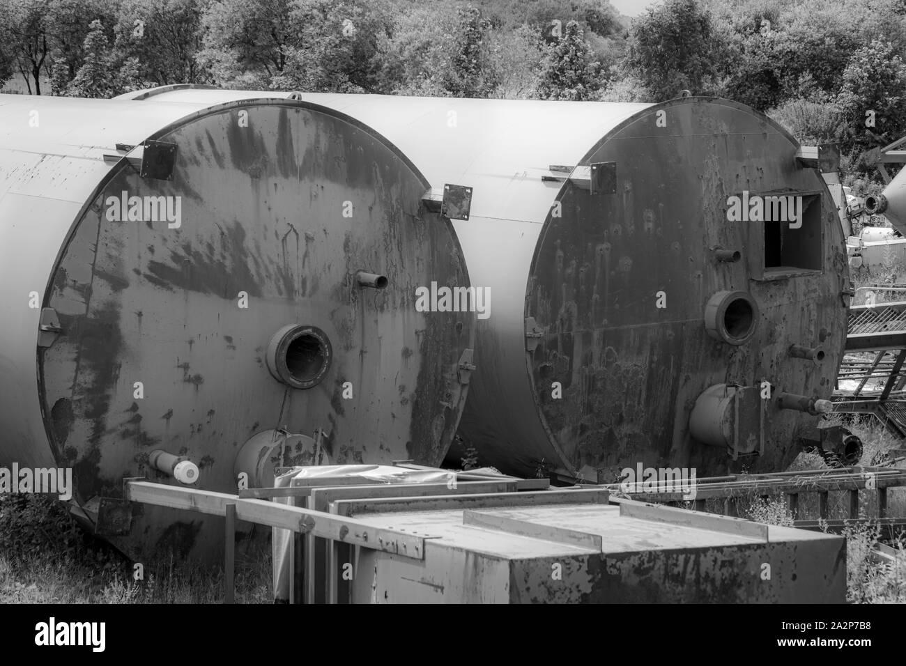 Les silos et usine de fabrication industrielle de Hoben International Ltd située à côté du sentier de crête élevée près de Brassington, Peak District, Derbyshire, Royaume-Uni Banque D'Images