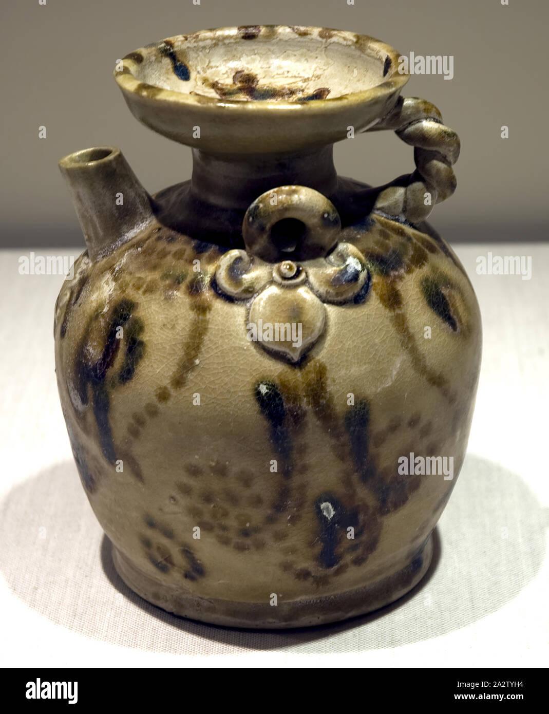 Ewer avec ergots moulés et d'une poignée, Dynastie Tang, Tang Dynasty, 800s, grès avec le glaçage (Changsha ware), 7 in. (Hauteur), Asian Art Banque D'Images