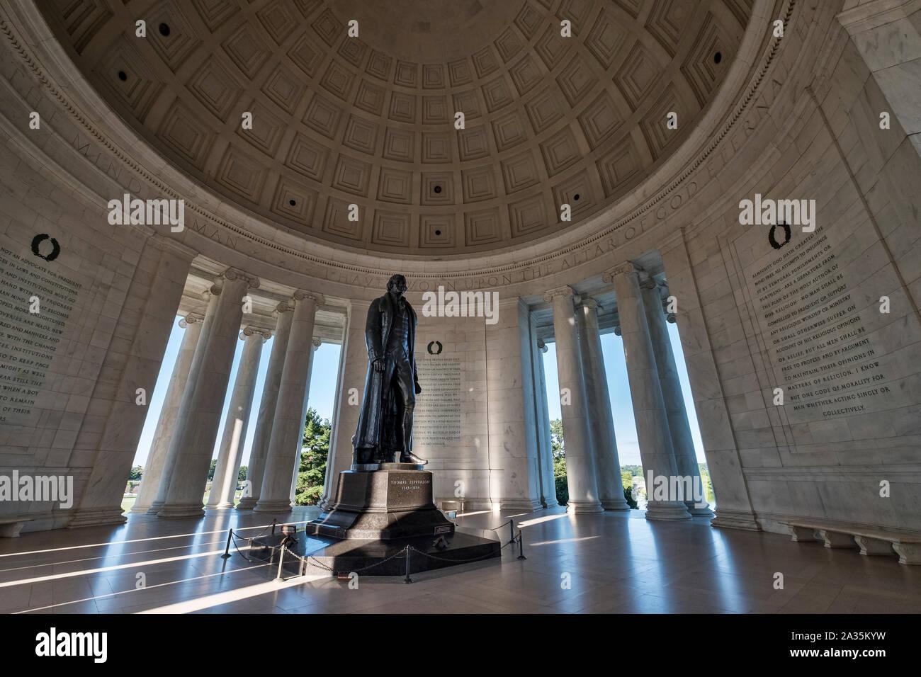 Statue de Thomas Jefferson, à l'intérieur du Jefferson Memorial, Washington DC, USA Banque D'Images