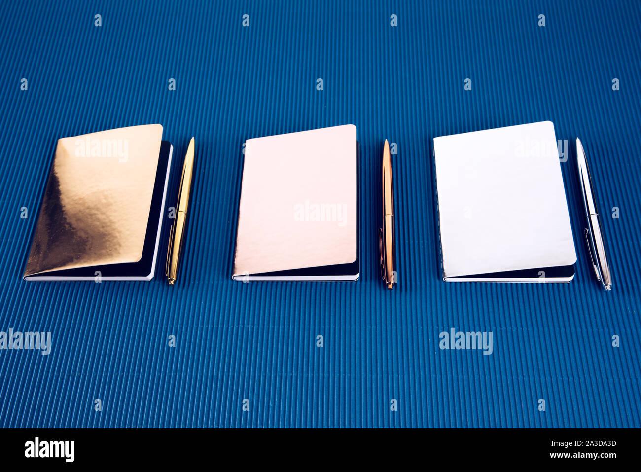 Partie d'une série décrivant les fournitures scolaires. Banque D'Images