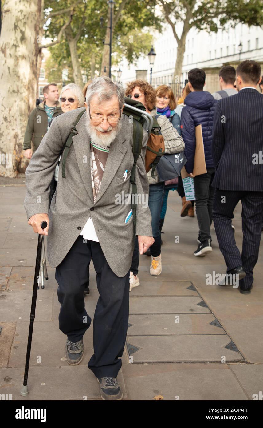 Londres, Royaume-Uni. 9 octobre 2019. Manifestant, ancien combattant et l'extinction de la plus ancienne rébellion militante britannique John Lynes, 91 de St Leonards-on-sea, East Sussex, ici vu à Whitehall, Westminster, avant son arrestation. Crédit: Joe Keurig / Alamy News Banque D'Images