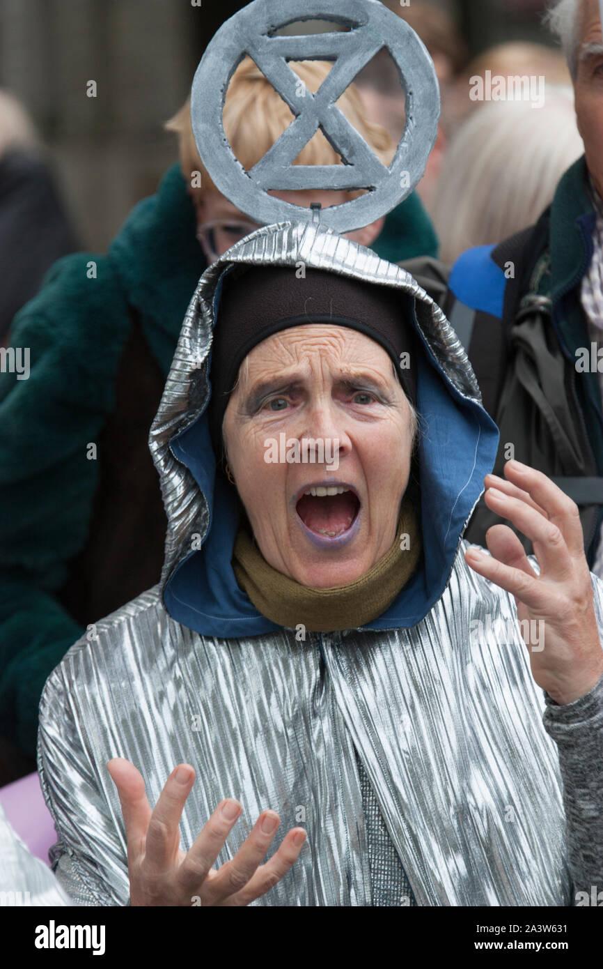 Agitateurs de mettre Londres à l'arrêt dans la première journée de manifestations de rébellion d'Extinction Banque D'Images