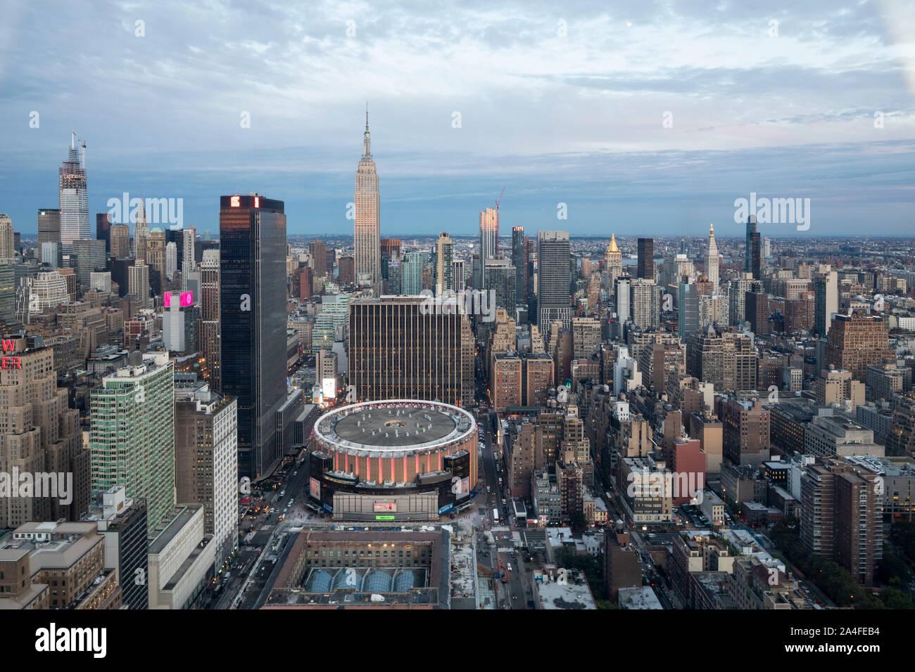 La VILLE DE NEW YORK, NY - 5 octobre, 2019: Vue aérienne du Madison Square Garden, à Manhattan, New York City, NY, USA, à l'Ouest. Banque D'Images