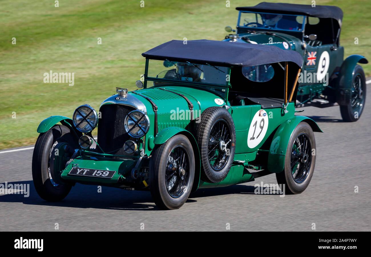 1927 Bentley 4.5 litre au cours de la Brooklands course pour le trophée avec chauffeur Oliver Llewelyn au Goodwood Revival 2019, Sussex, UK. Banque D'Images