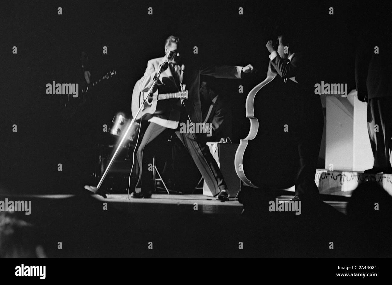 Elvis Presley en concert au Fox Theatre, Detroit, Michigan, le 25 mai 1956. Banque D'Images