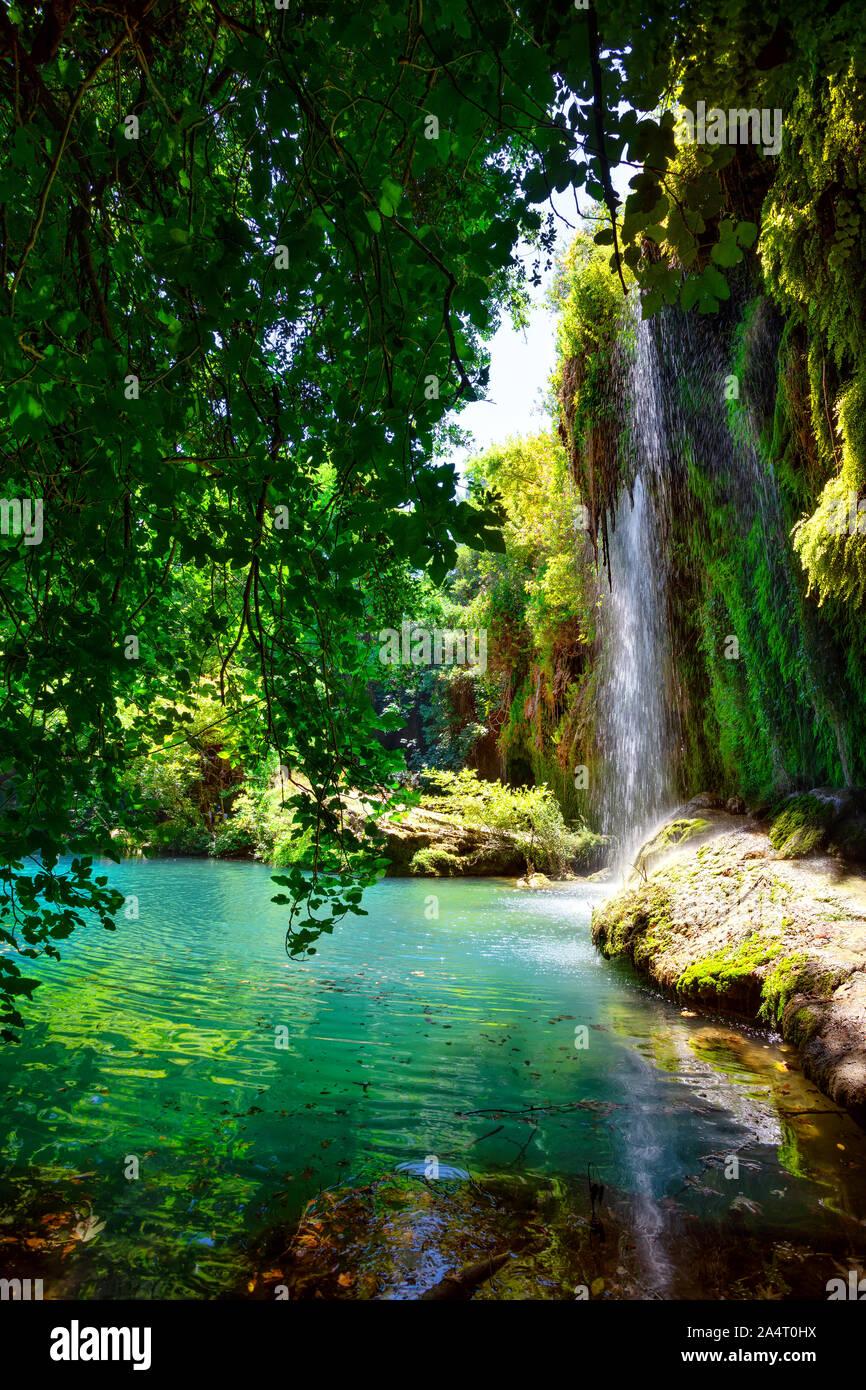 Nature Park et Kursunlu cascade aux lake Banque D'Images