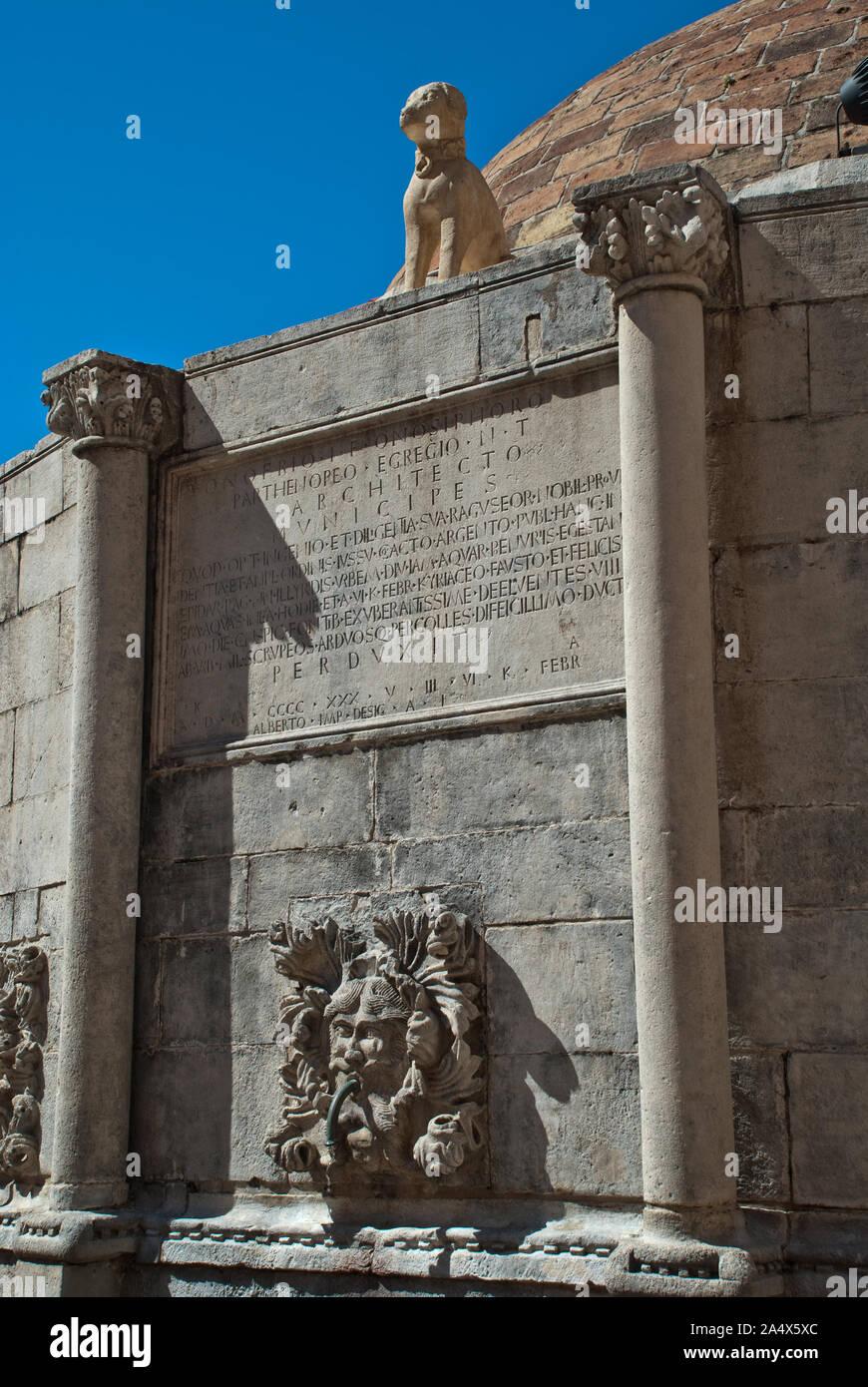 Dubrovnik Croatie: Détail de la grande fontaine d'Onofrio: à proximité de la Porte Pile se dresse la grande fontaine d'Onofrio au milieu d'une petite place. Banque D'Images