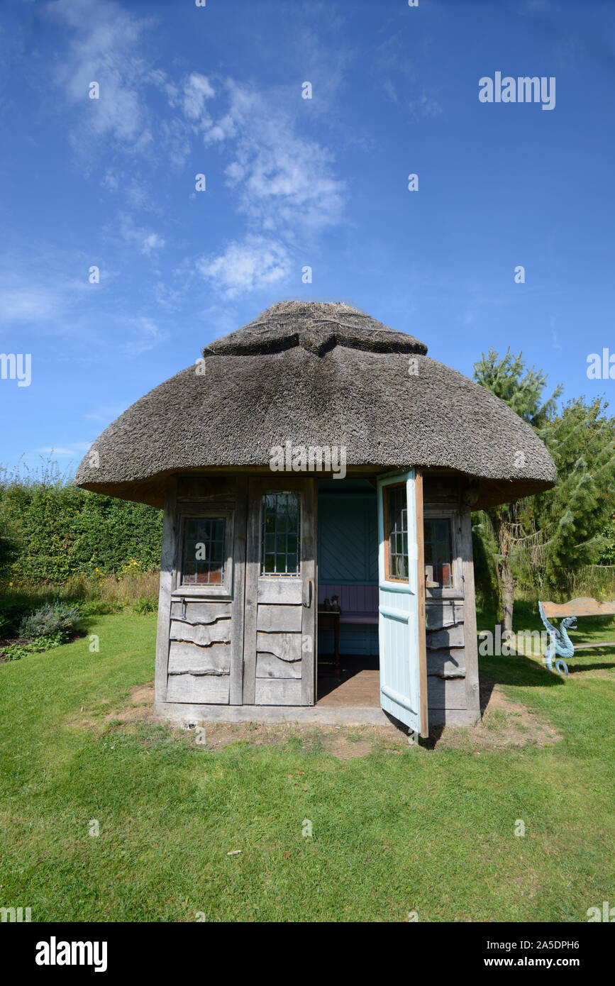 Kiosque de jardin de chaume, cabane en bois, cabane ...
