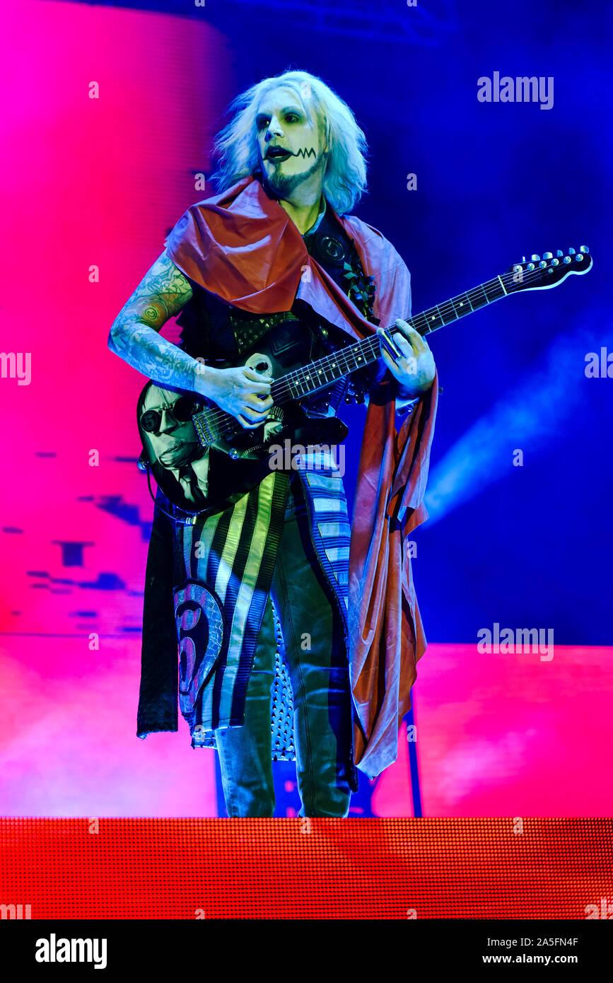 Las Vegas, Nevada, USA. 19 octobre, 2019. Jean 5 guitariste de Rob Zombie sur scène lors de la troisième édition annuelle de Las Stique heavy metal music festival tenu à la Centre-ville de Las Vegas Events Center. Crédit de photo: Ken Howard Crédit Images: Ken Howard/Alamy Live News Banque D'Images