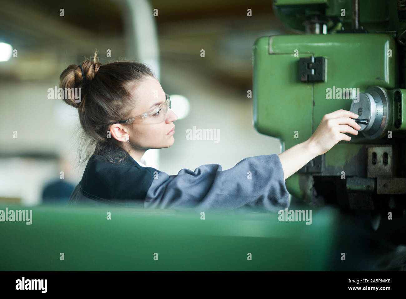 Avec un ingénieur de l'usine industrielle de travail des femmes Banque D'Images