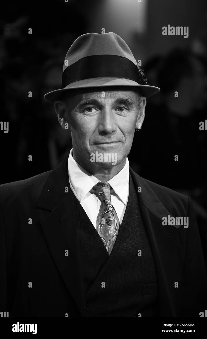 Venise, Italie - 06 septembre 2019: Mark Rylance, marche le tapis rouge d'avance sur les attendent les Barbares' Banque D'Images