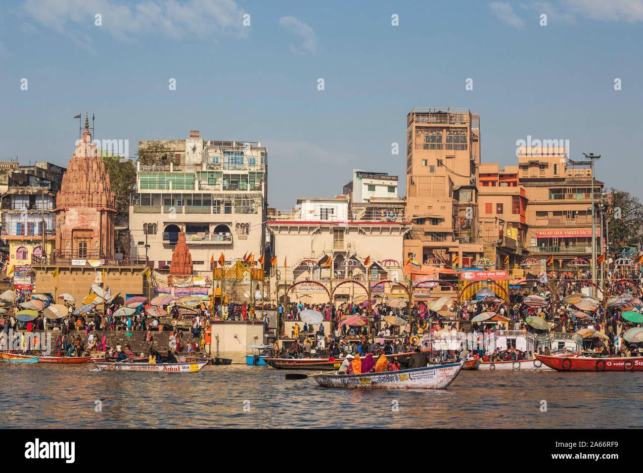 L'Inde, Uttar Pradesh, Varanasi, vue vers Ghat Dashashwamedh Banque D'Images