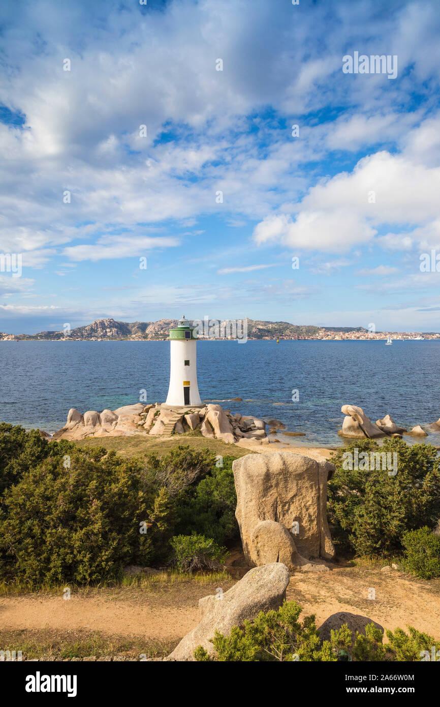 Italie, Sardaigne, Province de Sassari, Palaos, Porto Faro avec l'île de La Maddalena à distance Banque D'Images