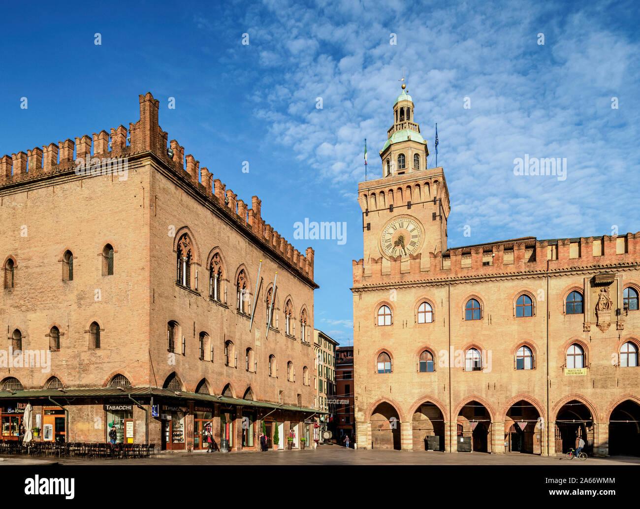 Palazzo dei Notai et Palazzo d'Accursio, Piazza Maggiore, Bologne, Emilie-Romagne, Italie Banque D'Images