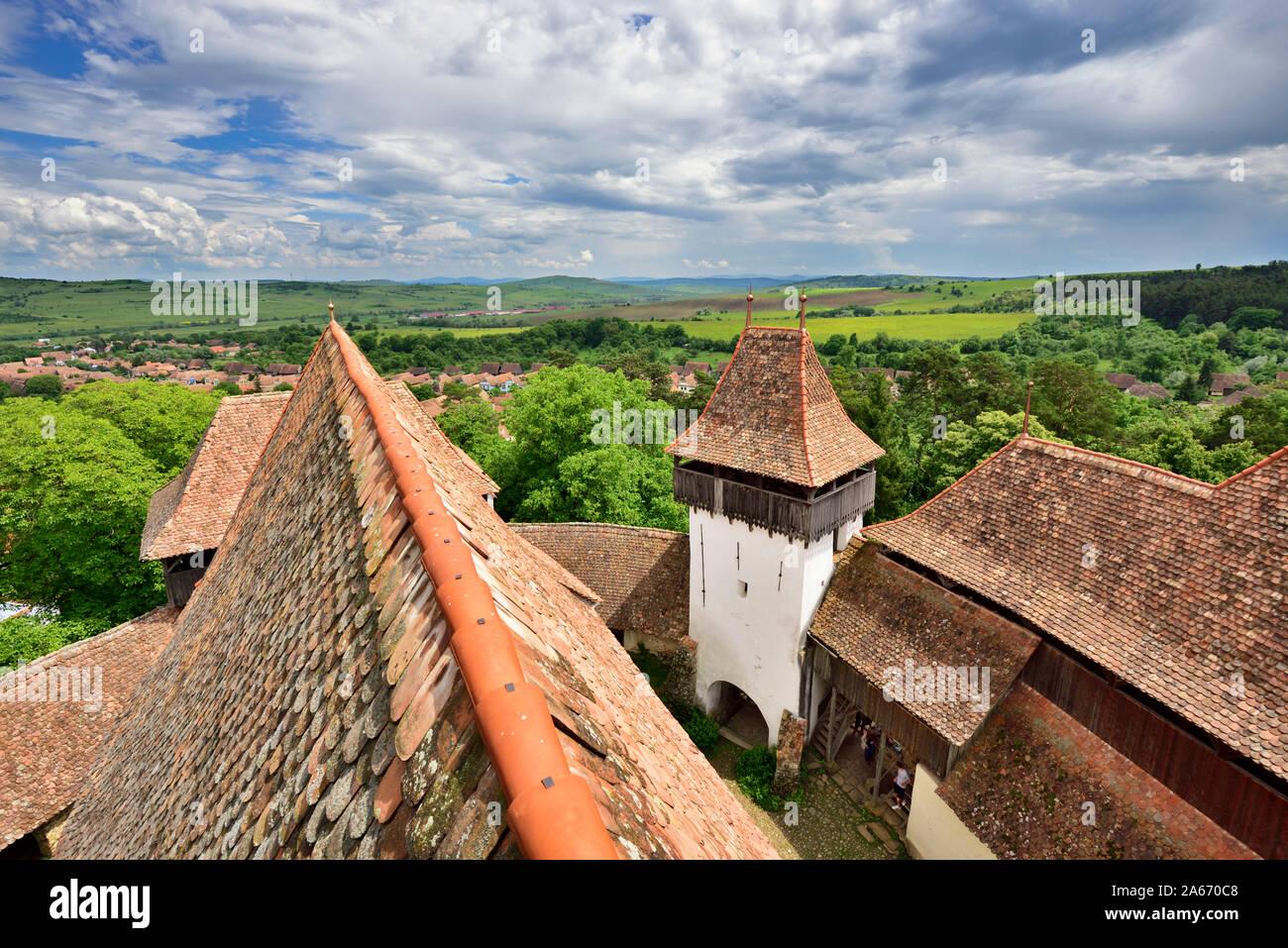 L'église fortifiée de Viscri a été construit par les Saxons de Transylvanie en communauté Viscri au 13e siècle. C'est un site du patrimoine mondial de l'UNESCO. Le comté de Brasov, en Transylvanie, Roumanie Banque D'Images