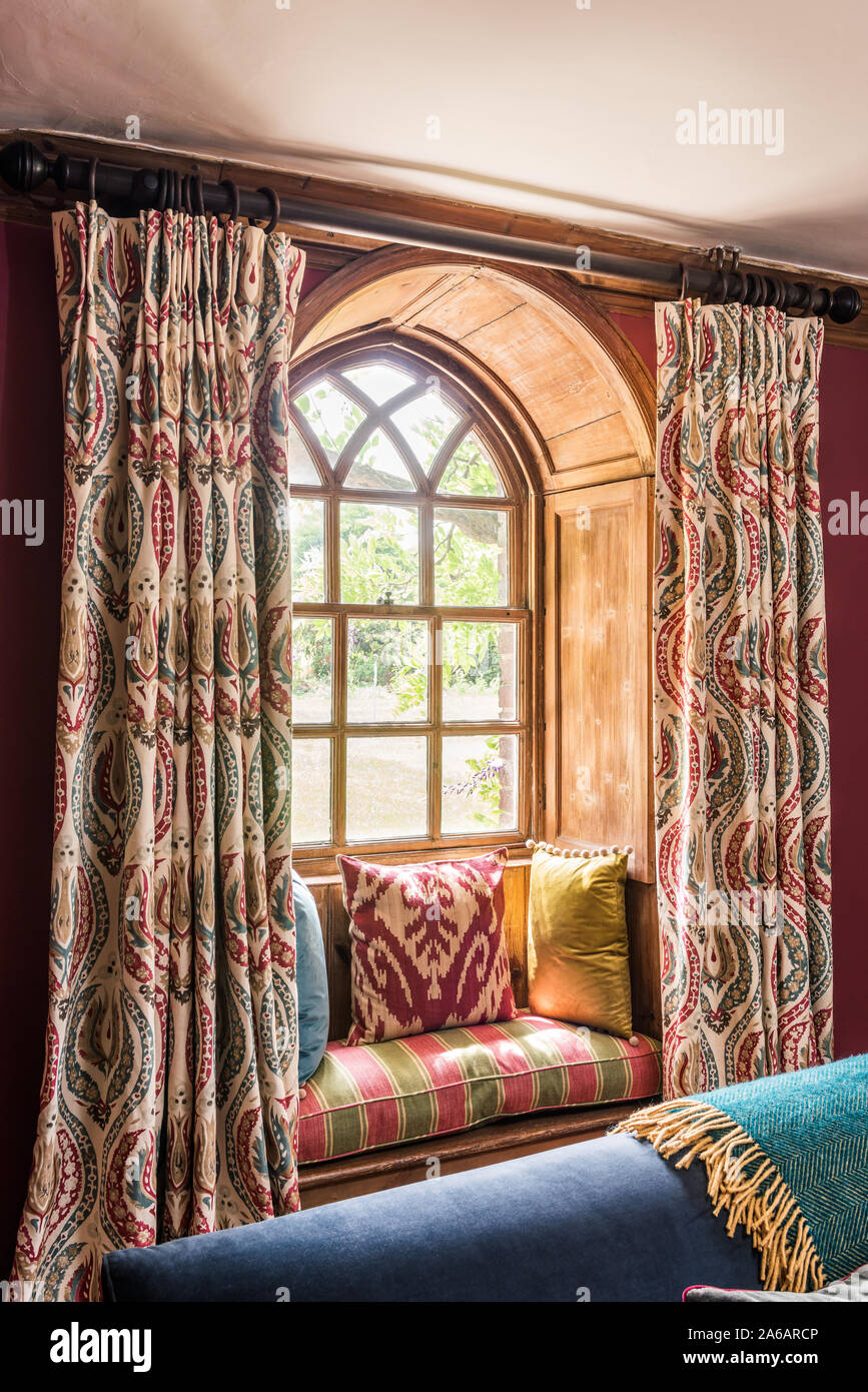 Type De Rideaux Pour Fenetre Cintrees medieval style wooden shutters photos & medieval style