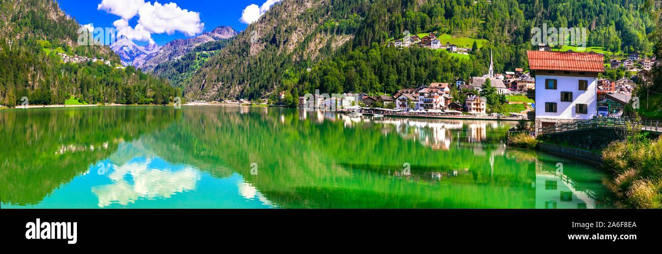 Paysage idyllique du magnifique lac Lago di Allghe dans le Nord de l'Italie, Dolomites Banque D'Images