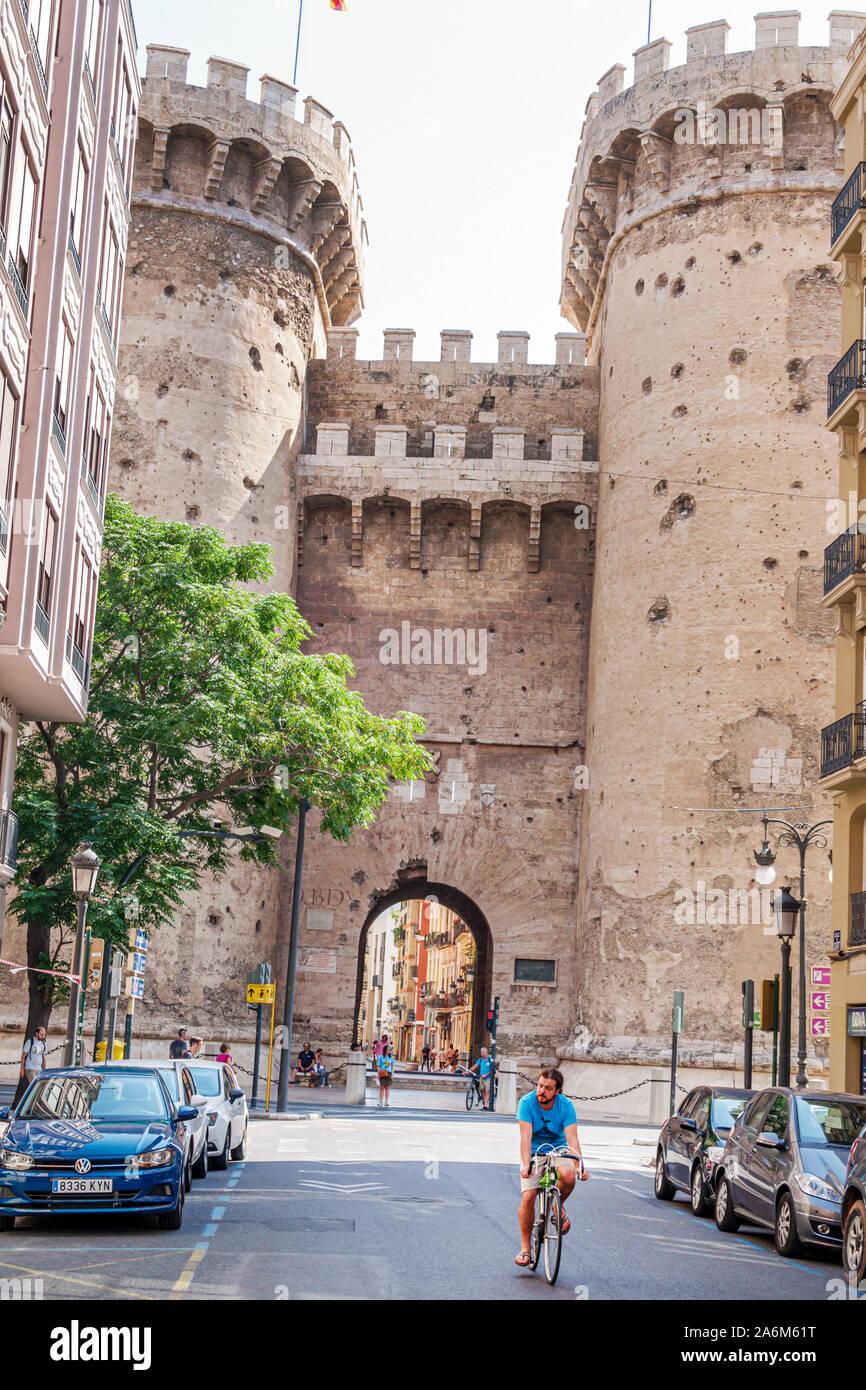 Valence Espagne Ciutat Vella vieille ville quartier historique Torres de Tours défensives de style gothique de quart 1400s mur médiéval de la ville historique arc de repère Banque D'Images