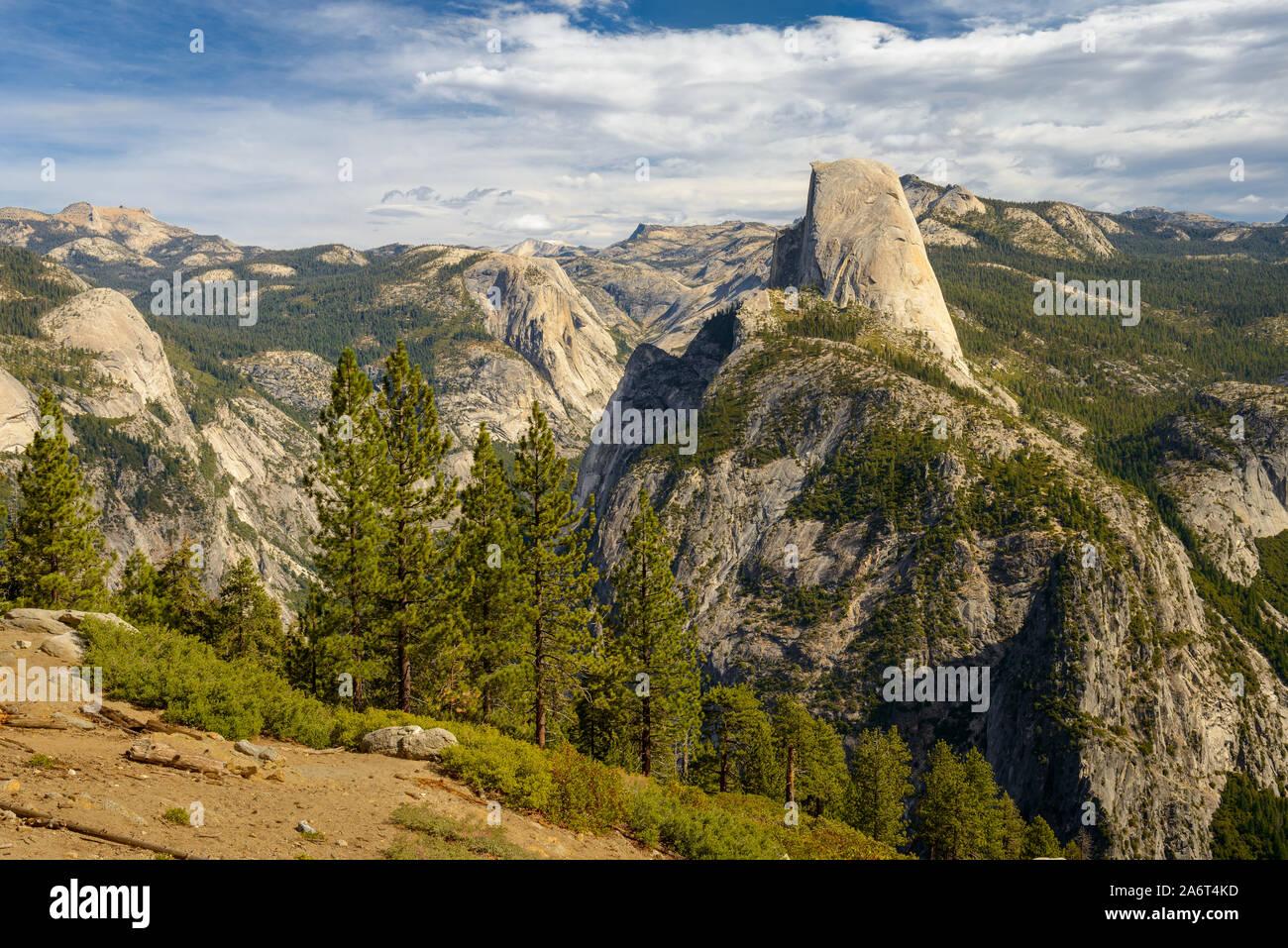 Matin voir de demi-dôme à Yosemite vu de Washburn Point Banque D'Images