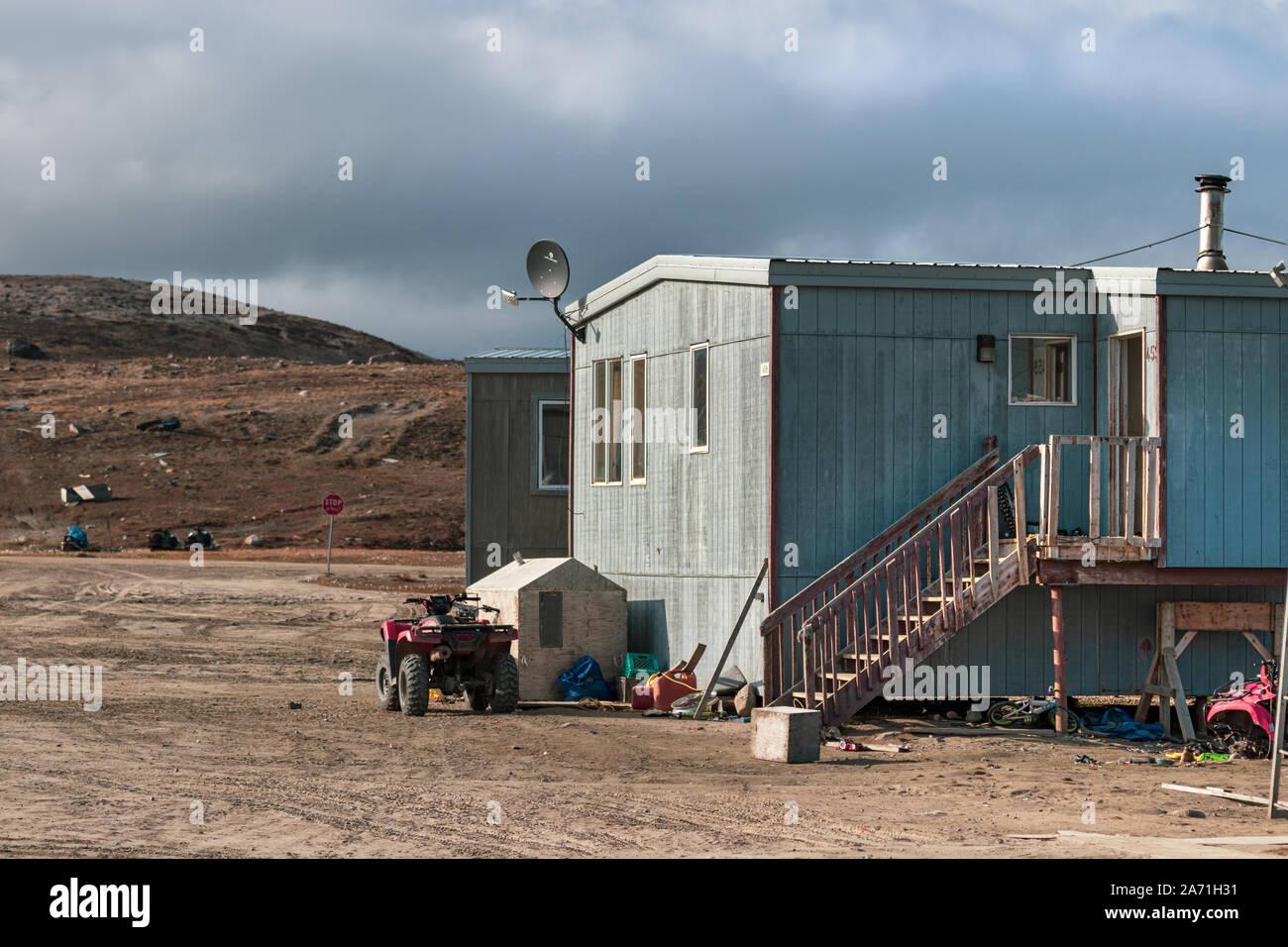 Maisons à Clyde River, au Nunavut, Canada. Banque D'Images